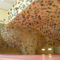 Freebloc Barcelona: Gimnasio de escalada by Rubenet Iron It